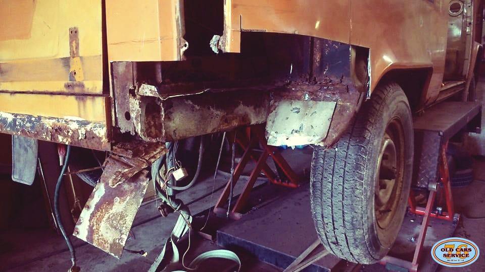 Baudouin chez Old Cars Service 76  BeCombi