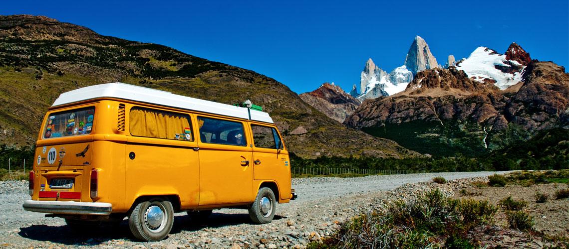 Patiperros, la trace d'un petit Bus orange | Be Combi