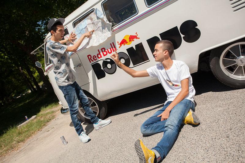 BigFlo et Oli dans le Red Bull BoomBus   BeCombi