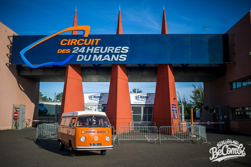 A l'entrée du circuit des 24h du Mans | BeCombi
