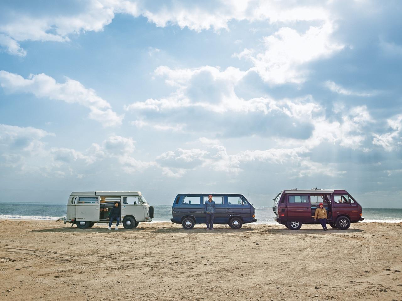 Un trio de surfeurs japonais et leur VW Combi