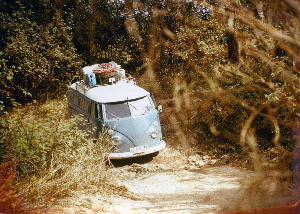Au sud de la « Haute Volta » (aujourd'hui Burkina Faso) : la jungle et ses pistes.