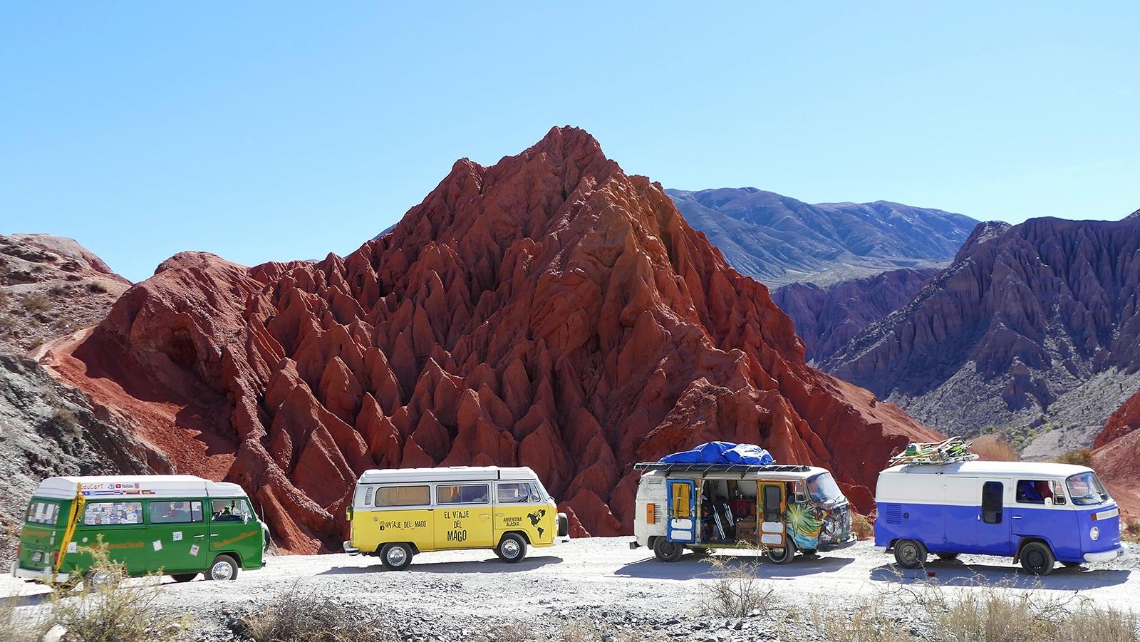 Belle caravane de Combis à Purmamarca en Ergentine
