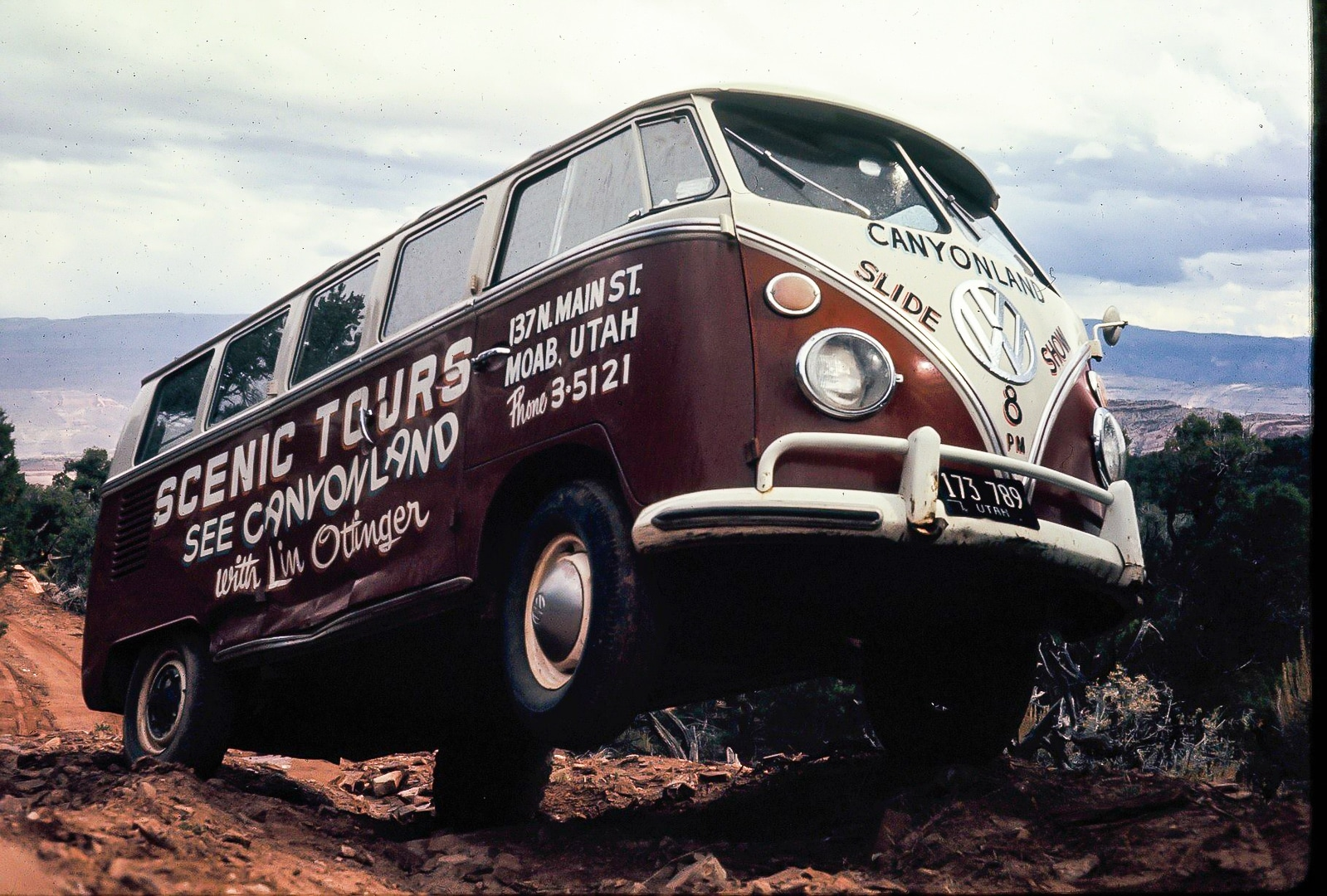 Lin Ottinger Canyon Land Scenic Tour VW Bus - BeCombi - Une-15