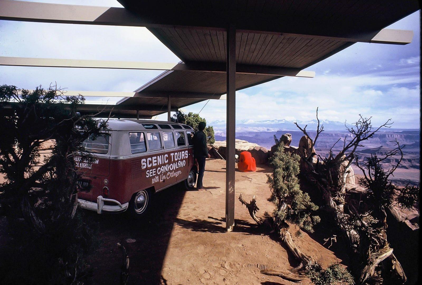 Lin Ottinger Canyon Land Scenic Tour VW Bus - BeCombi - Une-2