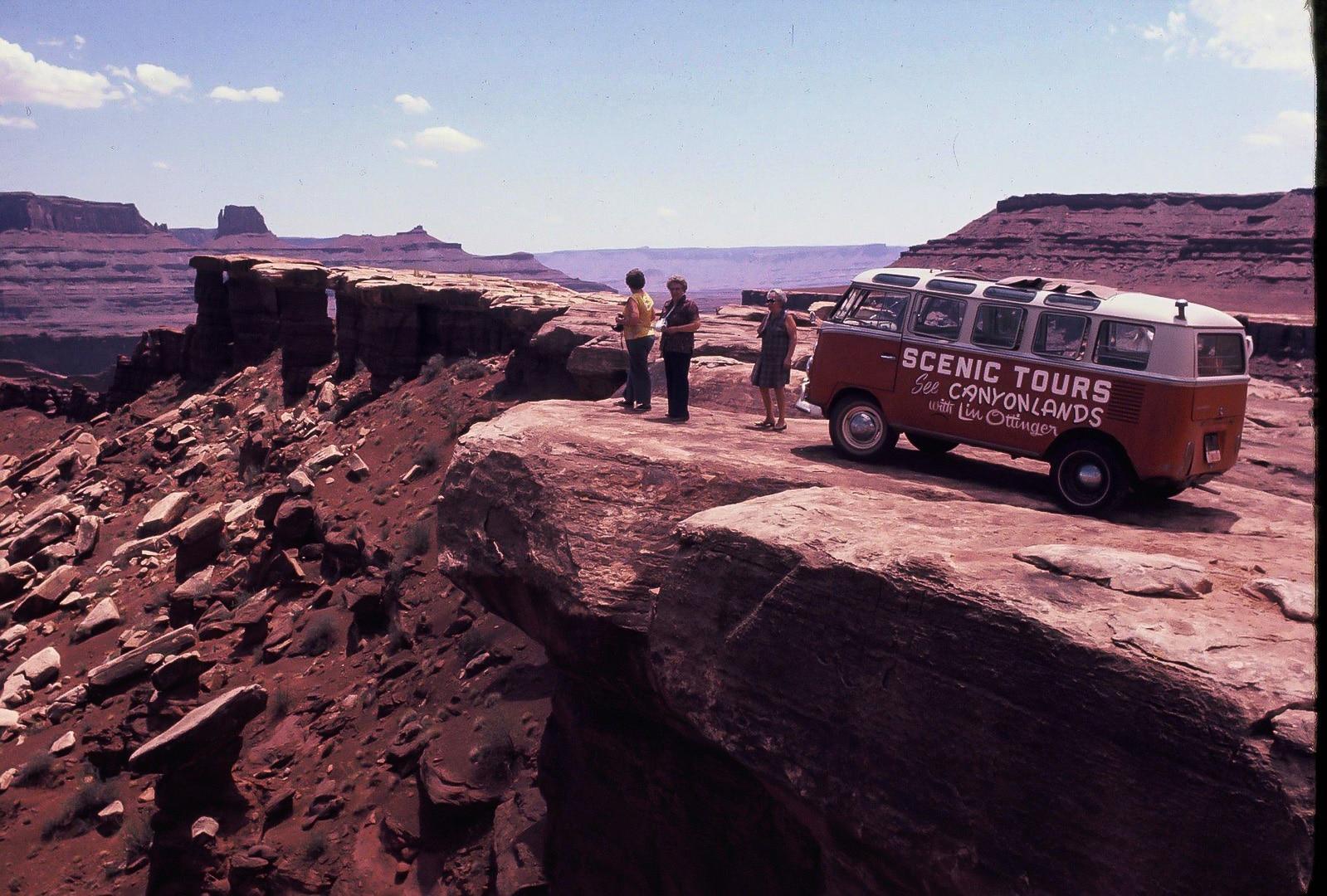 Lin Ottinger Canyon Land Scenic Tour VW Bus - BeCombi - Une-37