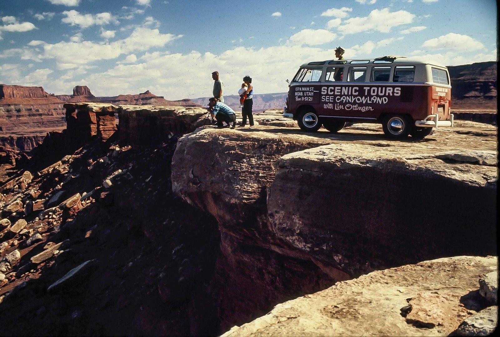 Lin Ottinger Canyon Land Scenic Tour VW Bus - BeCombi - Une-4